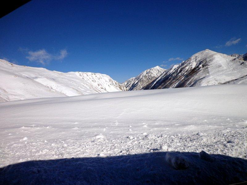 Pour ce week-end, Grandvalira a prévu d'ouvrir 170 km répartis sur 87 pistes, ce qui en fait le plus grand domaine skiable de la péninsule Ibérique et d'Andorre. Les épaisseurs de neige oscillent entre 30 cm et 80 cm et l'arrivée d'une perturbation est prévue pour vendredi prochain. L'ensemble des secteurs de la plus grande station du sud de l'Europe seront connectés par les pistes, les services d'École de Ski et Snowboard fonctionneront à plein régime et la quasi-totalité des remontées seront opérationnelles.  Les passionnés de freestyle y trouveront deux excellents espaces pour pratiquer cette discipline de ski. Dans le secteur Grau Roig de Grandvalira, le Sunset Park Peretol sera fin prêt à partir de vendredi prochain et ses visiteurs pourront y vivre des sensations uniques. Le Snowpark El Tarter sera également ouvert en partie au cours des prochains jours.  Pré-inauguration de l'Igloo-Hôtel réservée aux Grandvalira Fanatics  Ce week-end (22 et 23 décembre) aura lieu la pré-inauguration de l'Igloo-Hôtel, situé dans le secteur Grau Roig de Grandvalira, entre 11 h et 16 h. Cet événement sera réservé aux Grandvalira Fanatics, détenteurs du forfait saison. Ils seront les premiers à visiter la construction de cet espace révolutionnaire, à observer comment les figures sont sculptées dans la glace et à déguster un assortiment de produits fumés avec une coupe de cava.  Activités spéciales pour accueillir l'année 2013 à Grandvalira  Les différents secteurs de Grandvalira offriront aux visiteurs la possibilité de réaliser un grand nombre d'activités, l'occasion de vivre de nouvelles expériences en couple, entre amis ou en famille. En marge de l'offre habituelle qui comprend le mushing, les motoneiges ou les sorties en raquettes, des actions spéciales seront réalisées le jour de Noël, le 31 décembre et le jour des Rois Mages:  LE DERNIER ARRÊT DU PÈRE NOËL AURA LIEU À GRANDVALIRA (ENFANTS) Date Mardi 25 décembre 2012 Heure 10:00h à 15:00h Lieu Écoles de ski et jardins de ne
