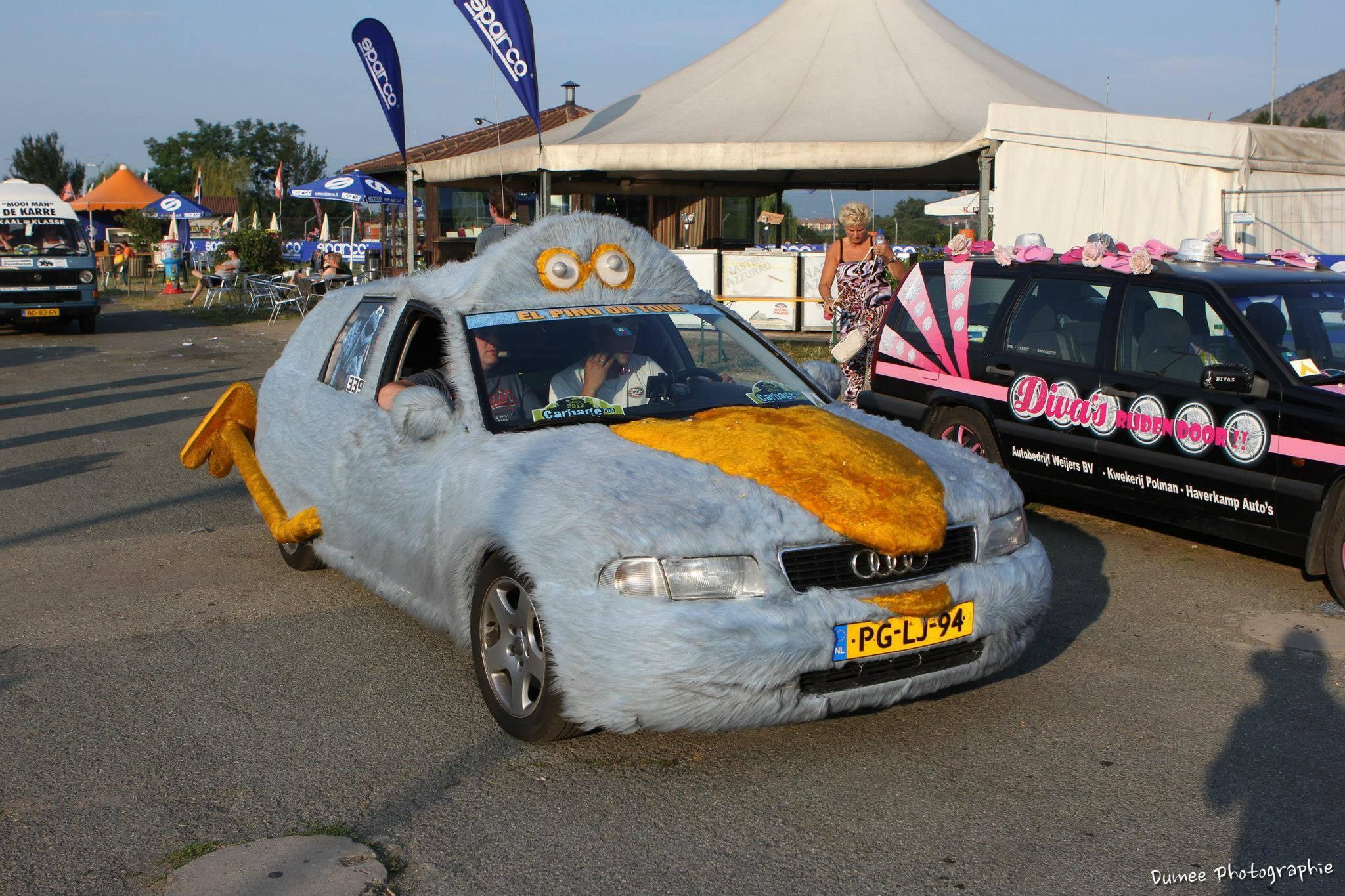 """Hoy llega a Arinsal el """"rally"""" más divertido del mundo; el Carvage Run o como hacer unos miles de kilómetros con un coche tuneado y de un valor máximo de 500€Hoy llega a Arinsal el """"rally"""" más divertido del mundo; el Carvage Run o como hacer unos miles de kilómetros con un coche tuneado y de un valor máximo de 500€"""