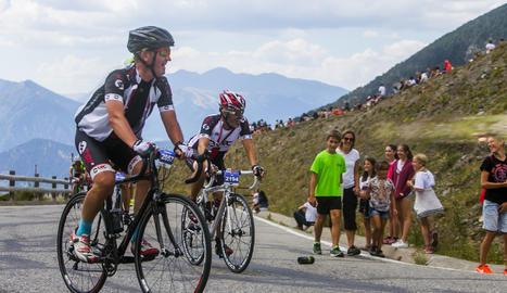 La gran festa del 'Purito' La segona edició de la marxa cicloturista aplega més de 2.000 corredors a les carreteres del país
