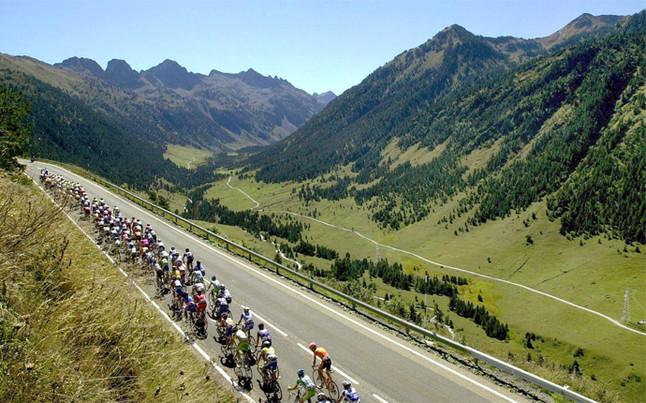 Andorre, le nouvel Eldorado du Tourd'Espagne des dizaines de pros sont installés dans la principauté. la Vuelta en Andorra