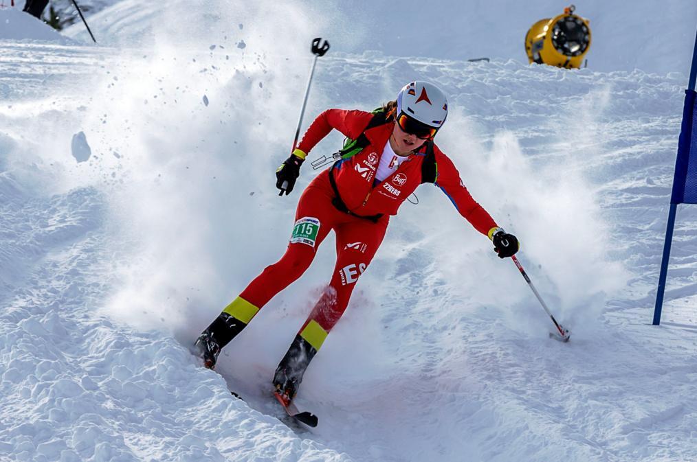 Le rendez-vous andorran du Championnat du monde de ski-alpinisme se composera des deux courses de la Font Blanca 2018, l'individuelle et la Vertical race. Les épreuves se disputeront respectivement dans la station de Vallnord Ordino-Arcalís et dans celle de Vallnord Pal-Arinsal, dans le secteur d'Arinsal. Le week-end du 27 et 28 janvier, la Font Blanca réunira les meilleurs spécialistes (hommes et femmes) de la discipline, dans les catégories seniors, espoirs et juniors. Le calendrier 2018 de la Coupe du monde s'est élargi et compte désormais cinq épreuves. Cette année, la première course, qui se disputera à Wanlong dans la province de Hebei (Chine), est la grande nouveauté du circuit. Cette course et celle de Villars-sur-Ollon (Suisse) se disputeront avant la course qui aura lieu en Andorre. Suivront ensuite les épreuves de Puy-Saint-Vincent (France) et de Madonna de Campiglio (Italie) qui clôtureront le championnat. Dates et lieu : Vallnord, station d'Ordino-Arcalís et secteur Arinsal de la station de Pal & Arinsal, les 27 et 28 janvier 2018. Organisation : Fédération internationale de ski-alpinisme, Fédération andorrane de sports de montagne (FAM) et Fédération espagnole de sports d'escalade et de montagne. Plus d'informations Tel. (+376) 890 384 info@fontblanca.ad