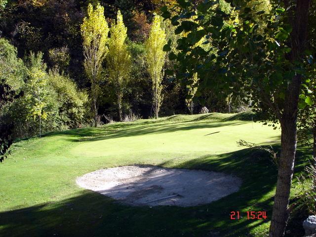 Le terrain de golf et pitch&putt El Torrent - Xixerella Park se trouve dans un environnement naturel, il suit le cours de la rivière, c'est donc un parcours d'un certain niveau technique, entouré d'arbres, très intéressant. C'est un parcours 18 trous - par 3, avec filet de practice, putting green, stockage et location de clubs, club, activités pour les enfants, piscine et restaurant. Des championnats de golf et autres événements sont aussi organisés.