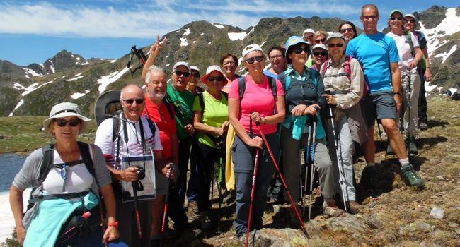 Une vingtaine de caminaires ont ainsi pu découvrir plusieurs sites magnifiques : la vallée glaciaire de Tristaina (2 550 m) avec ses lacs en partie encore gelés, ses névés scintillants sous le soleil ; la vallée d'Inclès (2 200 m), véritable jardin fleuri avec ses massifs de rhododendrons, ses petites gentianes bleues, ses lys des Pyrénées, ses asphodèles et autres ramondes et trolles; le cirque de Pessons et ses lacs étagés entre 2 100 et 2 800 m ; la vallée du Rialb, son lac de la Sorcière et ses isards inattendus.