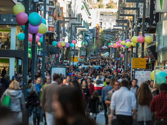 CHANGEZ L'ESSENCE DU SHOPPING Du 1 au 11 novembre, Andorre deviendra la meilleure vitrine de mode avec une multitude d'activités. Succombez à la fièvre du shopping !