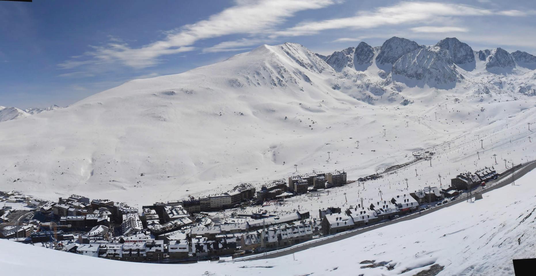 Ski sur le domaine de Grandvalira Février 2017, Pas de la casa, Encamp, Canillo, El Tarter, Soldeu, Grau-Roig Filmée avec GoPro hero 2.Andorre France station de ski snowboard Andorre.