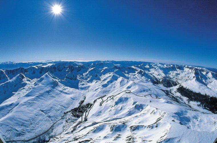 Profitez des meilleures vidéo de la station. Freestyle, freeride, circuits pour enfants et activité d'après-ski de Grandvalira.