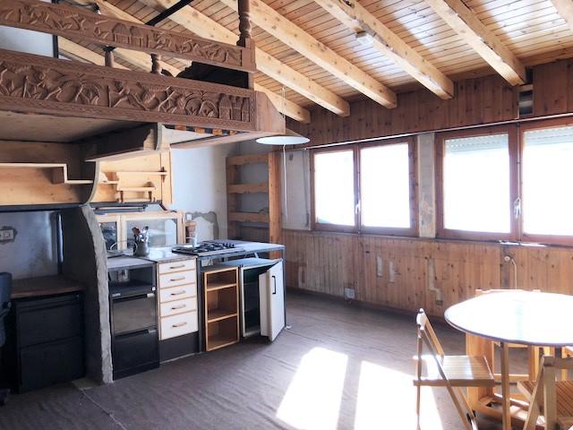 Vous prendrez bien plus facilement la décision d'Acheter un chalet à Andorra la Vella, Andorre, si vous connaissez toute l'information et tous les détails, aussi bien sur les démarches concernant l'achat de chalet que sur la zone où vous souhaitez installer votre résidence, dans ce cas, la paroisse d'Andorra la Vella appelez ImmoGrifo l'expert en terrains, chalets et appartements en Andorre. Acheter Chalet opportunité - Andorre. Portail de l'immobilier en Andorre: trouvez votre résidence en Andorre ou le meilleur investissement grâce à notre moteur de recherche. ImmoGrifo nous sommes spécialisés dans la médiation en matière de transactions d'achat et de vente de propriétés de chalets et des terrains en Andorre et aussi au Pas de la Case, Soldeu El Tarter et Canillo. Villa de luxe en vente à Andorre. Chambres 5 m2 construits plus de 1,000 m Terrain plus 1,900m². En vente Hôtel vente commerciale près à la Station Ski Grandvalira. Nos services immobiliers d'achat et de vente de propriétés de prestige terrains, chalets, appartements, locals, restaurants, hôtels et commerces se distinguent par leur discrétion absolue et leur qualité exemplaire. Vous pouvez également être intéressé par: Nos services pour acheter une propriété en Andorre. Nos services pour vendre une propriété en Andorre. Nos services de gestion de propriétés en Andorre. Nos services immobiliers VIP en Andorre.